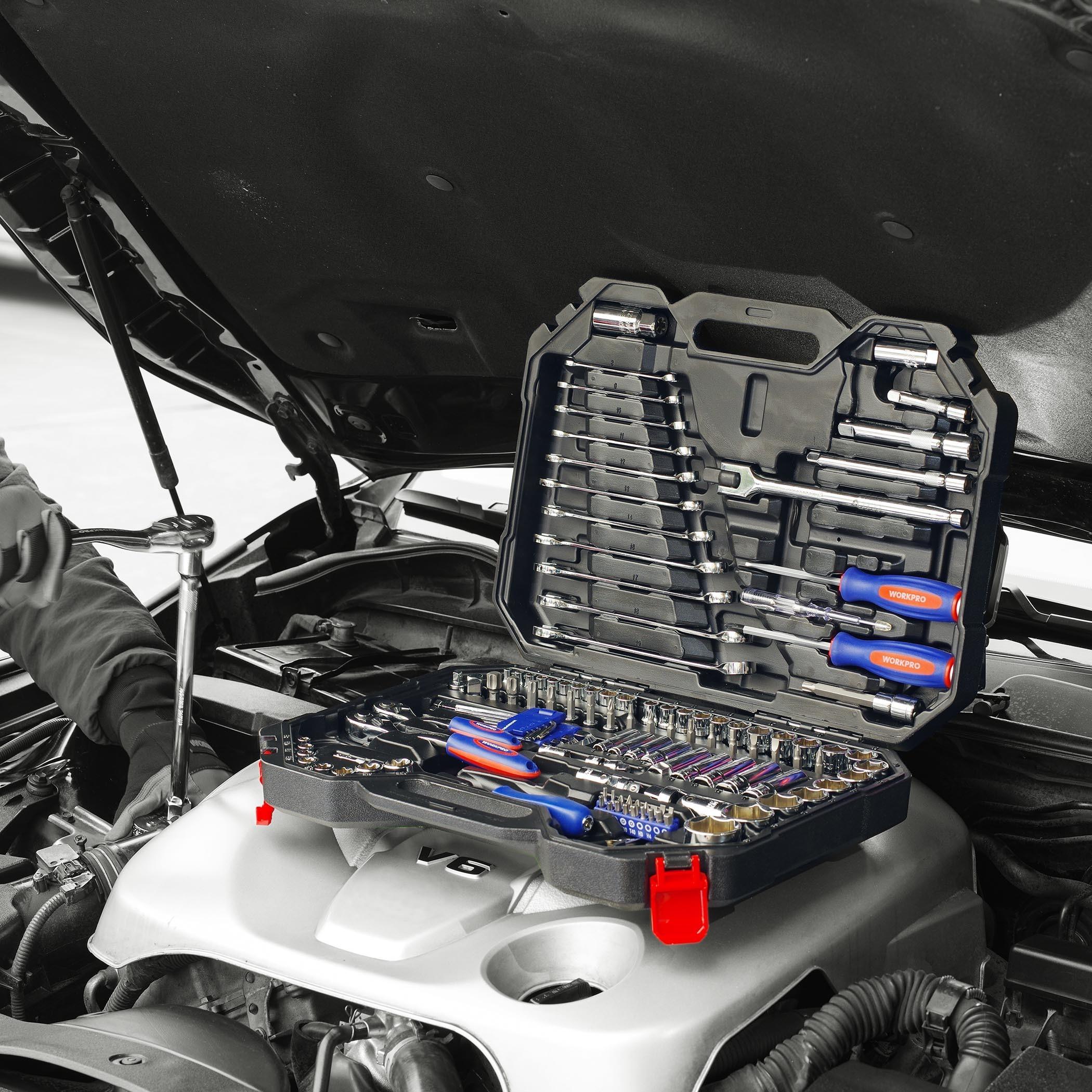 Набор инструментов для ремонта автомобиля -