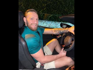 Конор Макгрегор за рулём Lamborghini