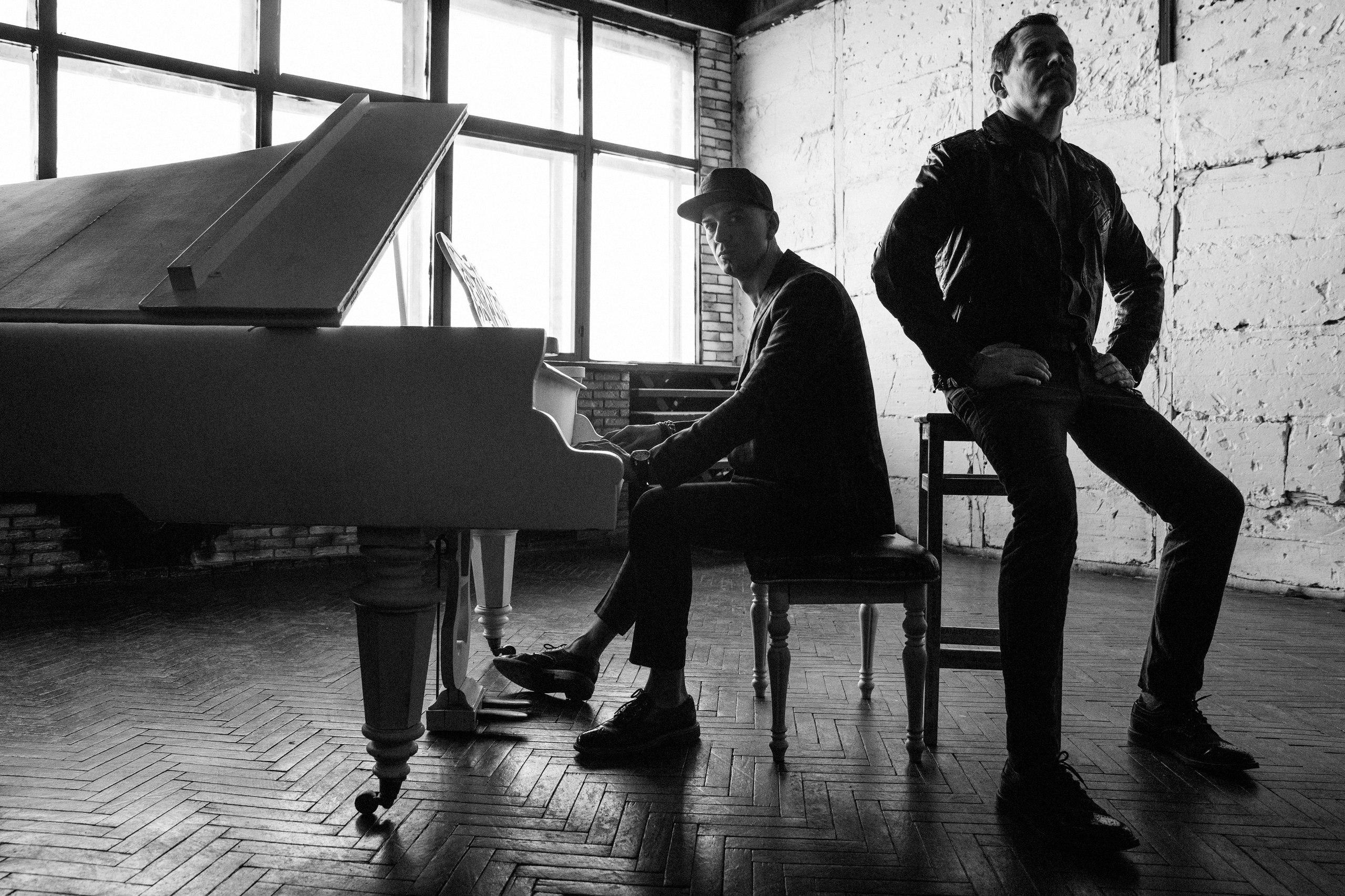 альбом группы«Билет на Луну»«Слушай»: рецензия