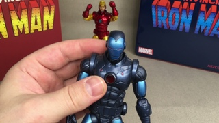 MEZCO ONE:12 Invisible Iron Man Stealth-armour