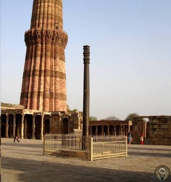 Делийский колонна Индию, конечно, называют страной чудес, но есть там вещи, которые удивляют даже местное население. Одно из таких чудес это так называемая Кутубская колонна, установленная в
