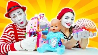 Escondemos los juguetes de Baby Born. Juguetes para bebés en español.
