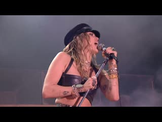 "Miley cyrus ""mother's daughter"" official live performance at tinderbox festival"