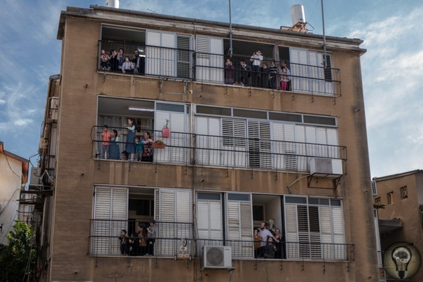 Unorthodox: ортодоксальная община в Израиле из-за пандемии впервые впустила к себе чужаков Бней-Брак ортодоксальный анклав на востоке от Тель-Авива. Из-за того, что доступ к интернету и светским