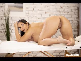 Трахнул пышную массажистку рядом с женой, sex milf girl slav slut oil fat ass thick curvy chubby porn anal pussy (Hot&Horny)