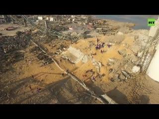 Эпицентр взрыва в порту Бейрута засняли с беспилотника
