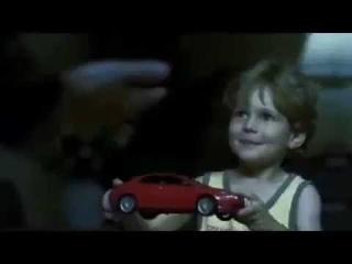 Чешская социальная реклама, которая призывает пристёгивать детей в автомобиле.