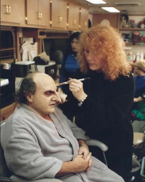 Дэнни ДеВито готовится к съемкам «Бэтмена возвращается», 1991 год