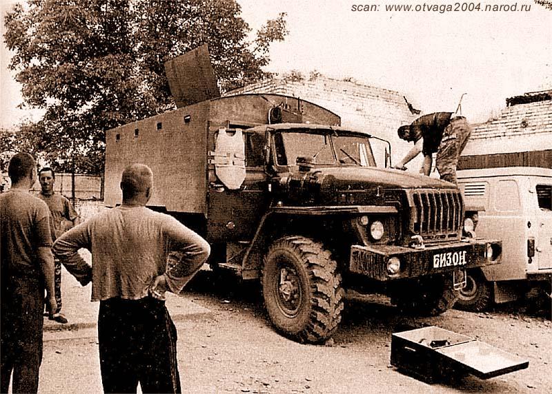 Урал-4320 с бронированным кунгом. Машина оснащена системой радиоэлектронного противодействия радиоуправляемым фугасам. Чечня, июль 2002 года
