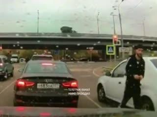 Дорожный конфликт с ножом, перцовым баллончиком и трубой. Московская область, Балашиха,