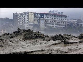 Tsunami De Lodo y Agua En Jiaozuo, China, Las Casas, Autos y Arboles Fueron Arrastrados Por El Agua