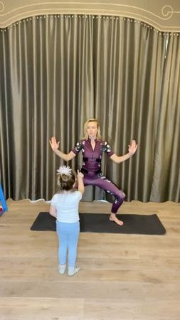 """Polina Gagarina 🇷🇺 on Instagram """"После моего спорт- прямого эфира, Мия решила продолжить меня тренировать! 😅 что ж! Но эта тренировка мне больше понравилась 😻…"""""""