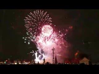 На стрелке васильевского острова развернулось пиротехническое шоу фестиваля «рождественская звезда»