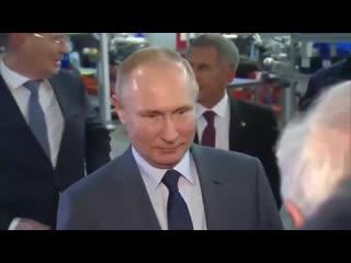 Какой конфуз... - Ветеран КАМАЗа не стал обнимать Путина