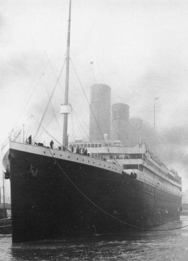 13 ИНТЕРЕСНЫХ ФАКТОВ О ТИТАНИКЕ 1. Теоретически Титаник был непотопляем, поэтому владельцы решили сэкономить на шлюпках и расширить полезное пространство. Корабль был оборудован только 20