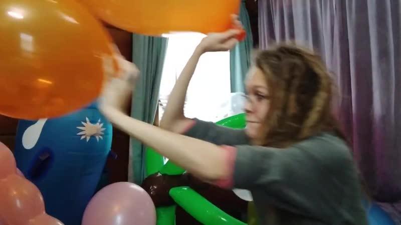 Big loud b2p ballon popping orange tuftex looner girl blow to pop huge ballons puppy cheeks