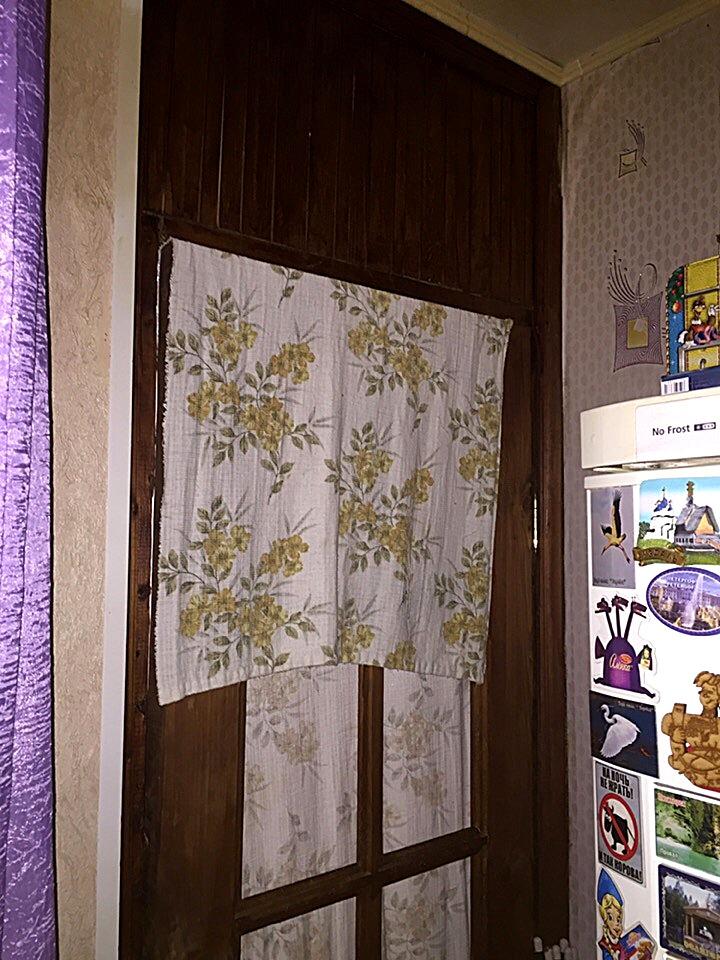 Дверь в кухню с фрамугой глухого типа