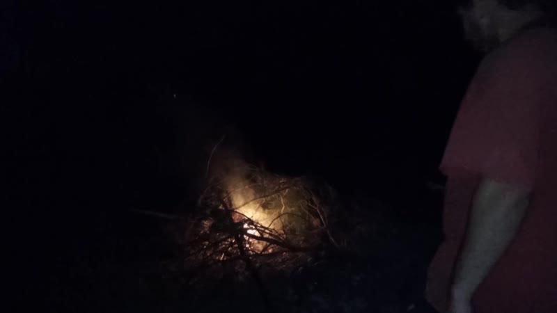 Эльдара Богунова друзей убили какие то люди и он собрался палками с огнем оборонятся