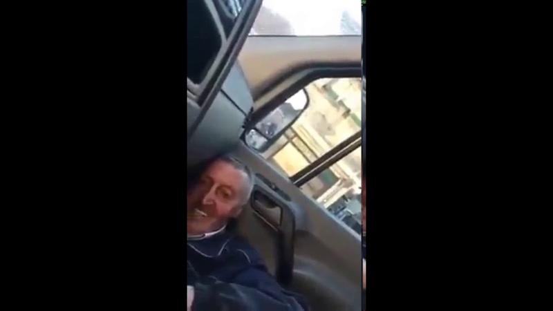 Zbog Vučića penzioner u panici Krije se pod sedištem u autu da ga policija ne vidi