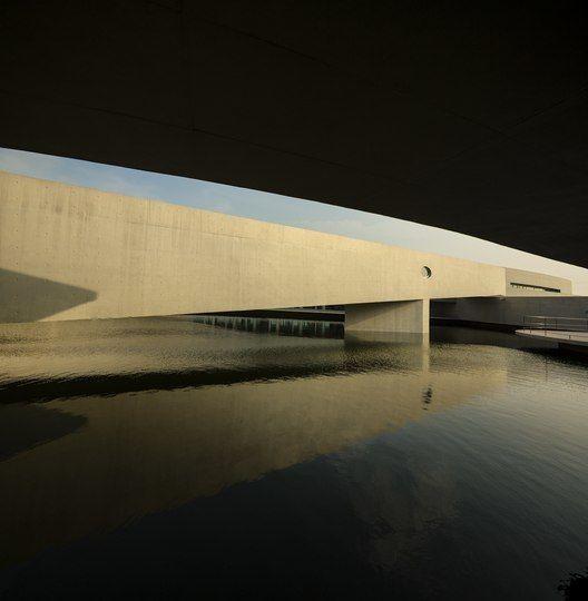Building on Water / Alvaro Siza   Carlos Castanheira