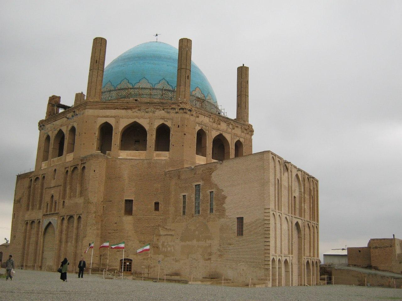 мавзолей в Султание