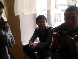"""Звезда по имени Солнце"" Битбокс-Вадим,вокал,гитара-Данзан."