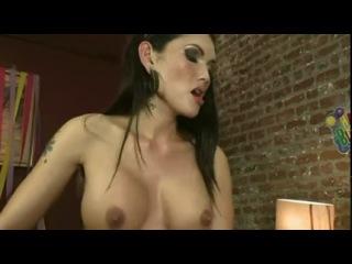 Enjoy dirty threesome with TS Foxxy