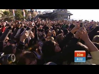 Usher Sings Hey Daddy - Live on Sunrise in HD