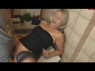 Кончил в зрелую дамочку (порно, секс, зрелка, зрелая, creampie, частное, трахаются, сосет)