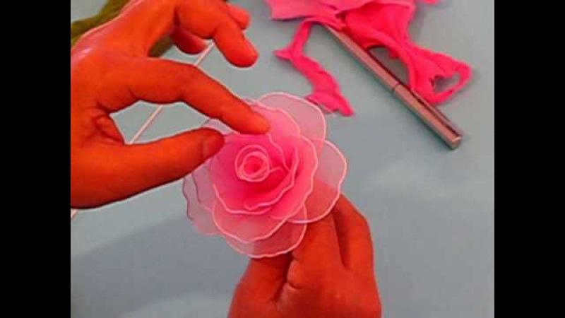 Fabrication dune rose en collant Nylon Rose