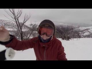 Медведь чуть не съел сноубордистку | Snowboarder Girl and bear