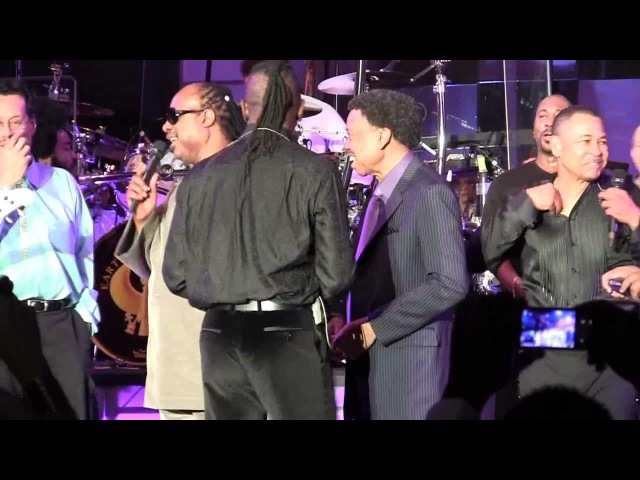 Stevie Wonder surprises E W F's Maurice White Philip Bailey Monster's Noel Lee @ CES '11