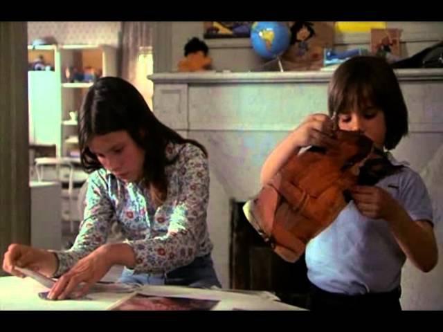 Carlos Saura 1976 Cría cuervos cena Porque Te Vas com Ana Torrent