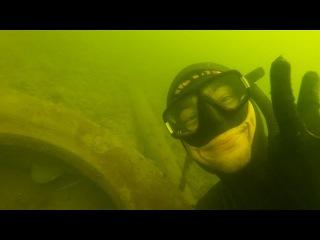сомик  который живет в  покрышке:).подводная охота на сома