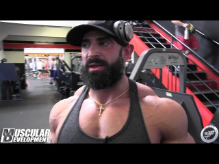 Guy Cisternino Trains Triceps