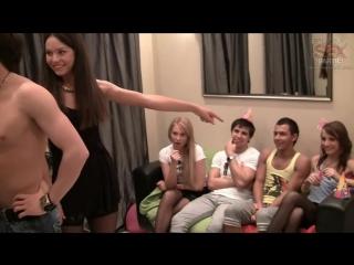 molodezhniy-intim-video-porno-pozvali-tretego