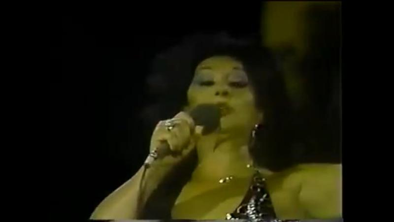 Lola Flores la Faraona declamando versos. ¡Qu poder o! Лола Флорес Ла Фораона декламирует стихи. Какая страсть!