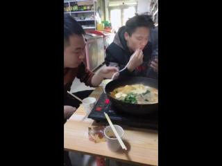 Будьте осторожны, когда едите  с китайцами!