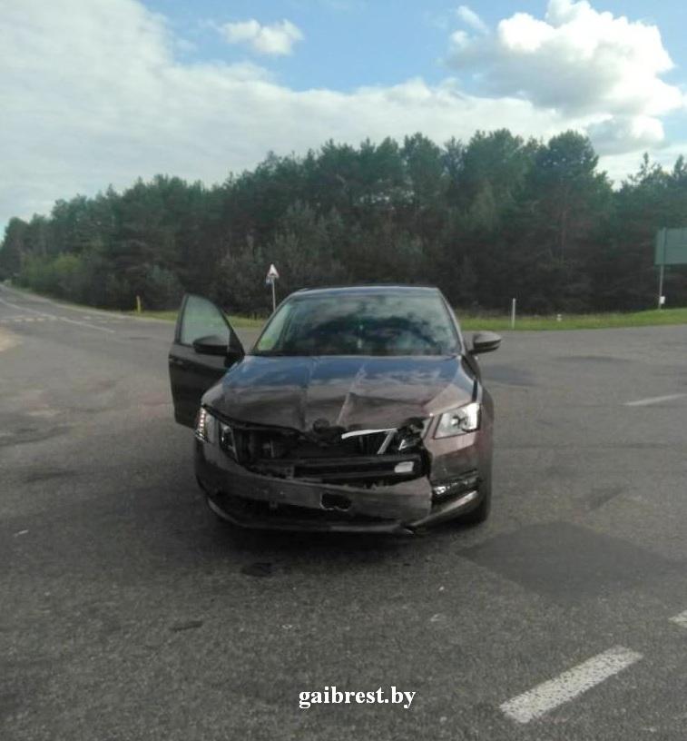 В Ивацевичском районе в результате ДТП перевернулся автомобиль