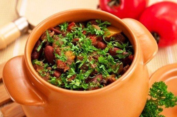 6 рецептов вторых блюд в горшочках! 1. горшочки с мясом, фасолью и грибамиингредиенты на 5 средних горшочков, объемом 500 мл:500 г говядины (свинины, баранины)200 г болгарского перцарастительное