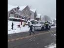 Реакция полицейских в Канаде на игру в снежки