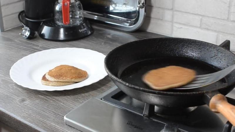 Овсяные панкейки, ПП-рецепт. Без яиц, молока и сахара. Быстро, просто и очень вкусно!_720p-