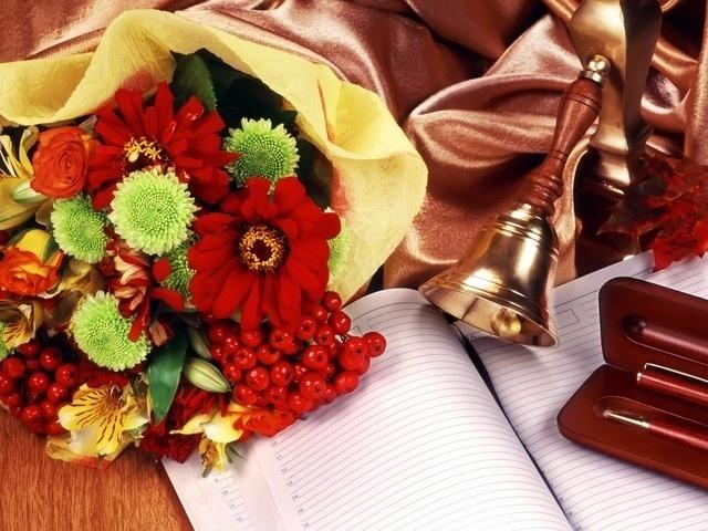 Когда День учителя в 2018 году в России: какого числа, как поздравить учителя с праздником, что подарить