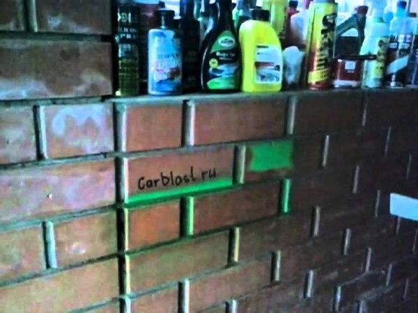 Вот как можно бороться с надписями и граффити на стенах портящих внешний вид сооружений