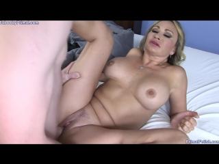 Семейная игра (mom milf mature incest son sex blowjob handjob cumshot mofos минет секс порно камшот)