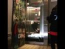 Заднее сальто в движущемся лифте