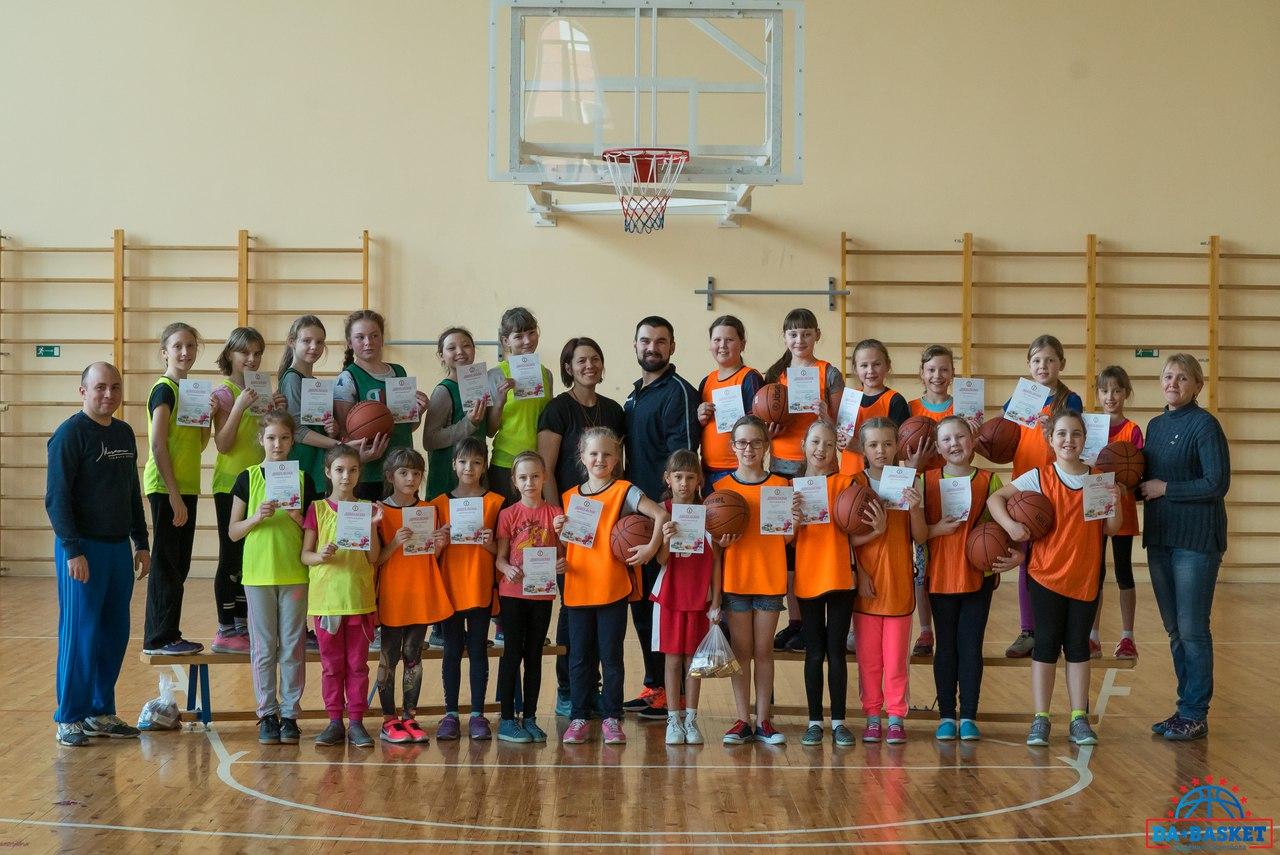 Набор юных баскетболисток