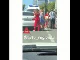 В центре Краснодара иномарка сбила маму с двумя детьми