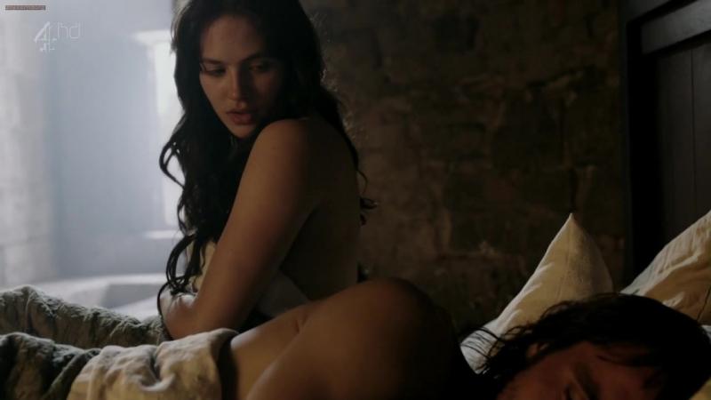 Джессика Браун-Финдли (Jessica Brown Findlay) голая в фильме «Лабиринт» (2012)