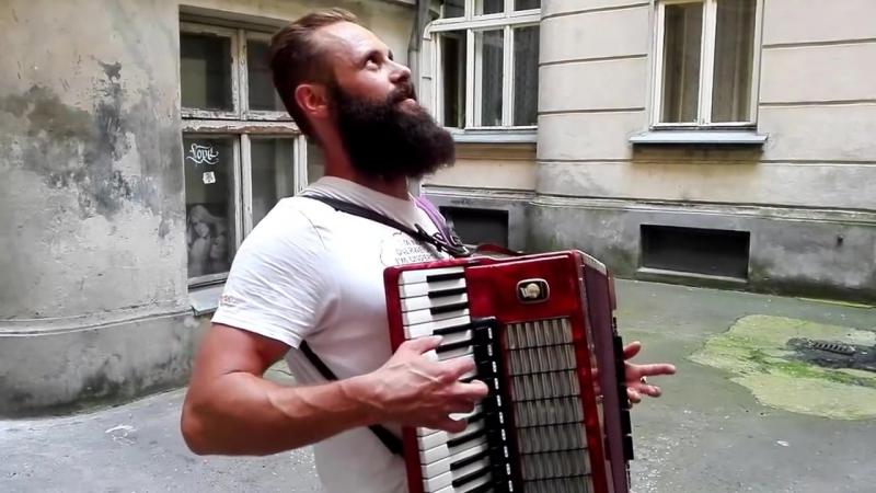 Witek Muzyk Ulicy na Wilczej 29a śpiewa Serce wolności